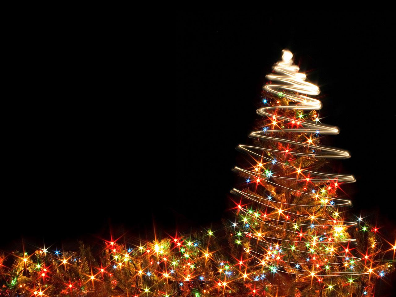 Immagine di Natale: luci di Natale con albero di Natale